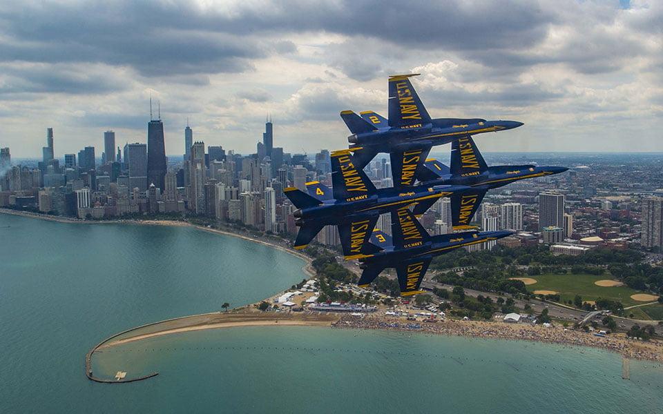 الملائكة الزرق يعودو إلى سماء شيكاغو